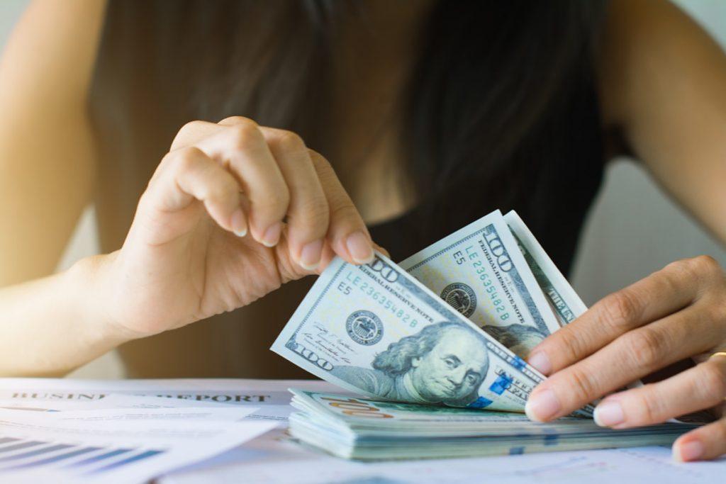 frauen-verdienen-mehr-geld
