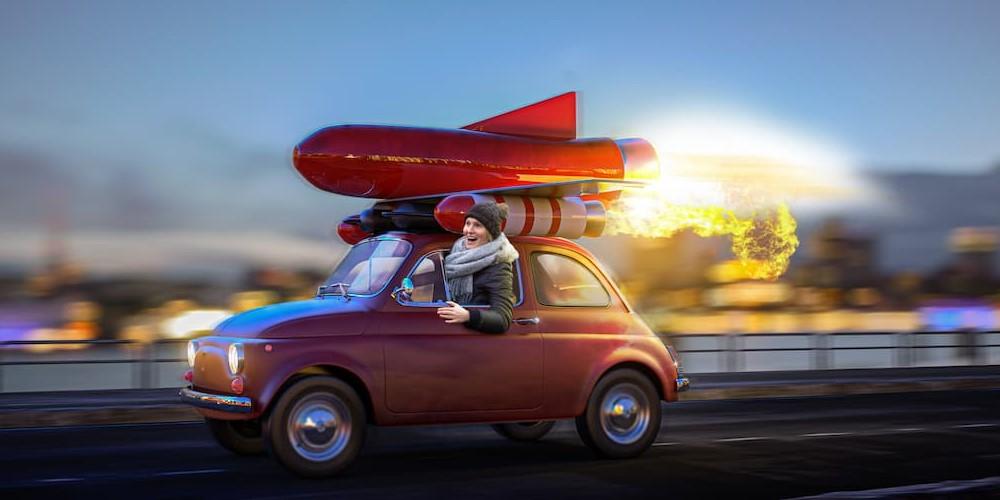 Customer Success Manager im roten Raketenauto